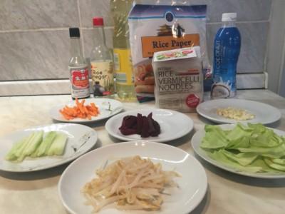 Spomladanski zavitki s tremi omakami za pomakanje: