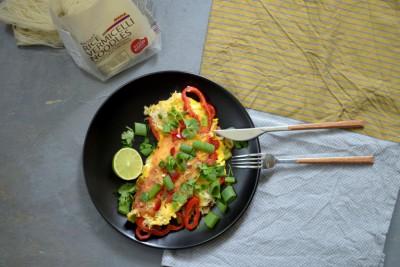 Zelenjavna omleta z riževimi rezanci